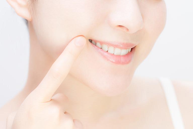 気になる歯の色を白く美しくします